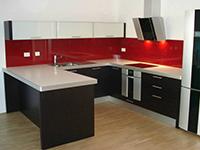 Steklene kuhinjske obloge iz prozornega ali barvanega stekla