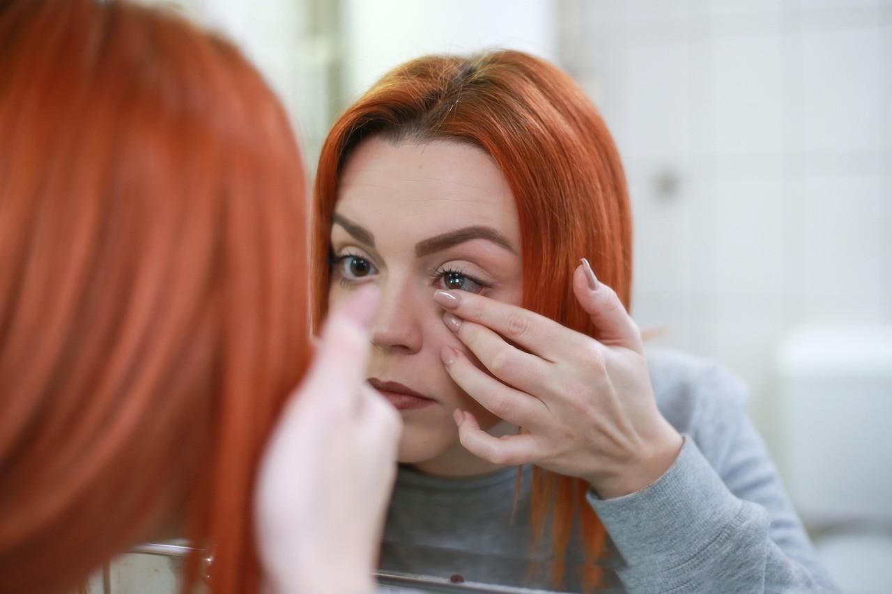 Vstavitev kontaktne leče v oko