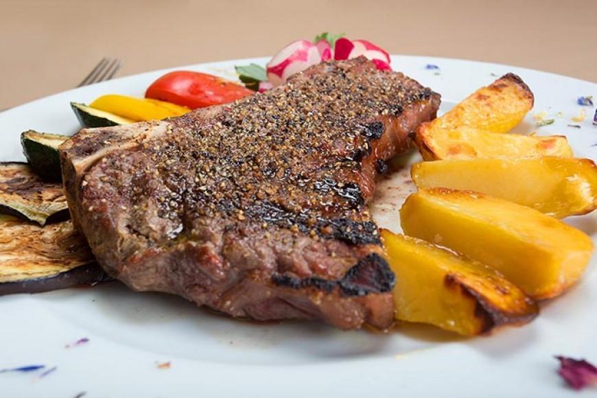 Steak na žaru s prilogo