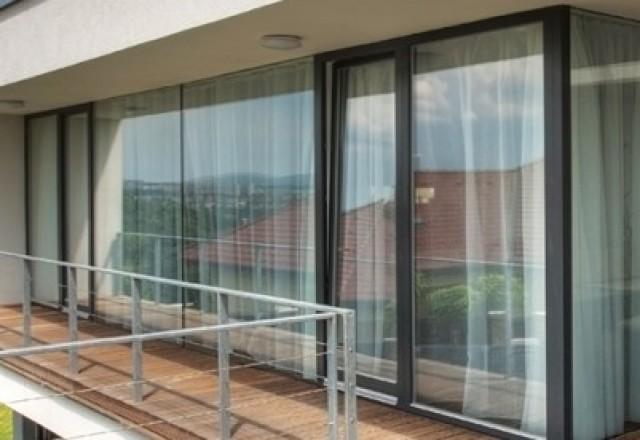 Dvižna drsna balkonska vrata